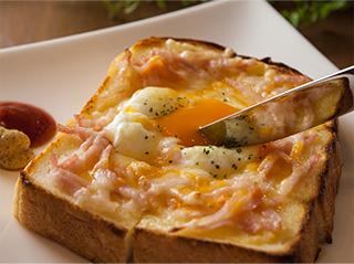 トーストセット おんたまトースト〈温泉卵+ベーコン+チーズ〉